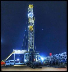 H&P 463 Fowlerton, TX ❰❖❱ Billy Flores ❰❖❱ 🛢✯🛢✯🛢✯🛢✯🛢✯🛢 Oilfield Trash, Petroleum Engineering, Drilling Rig, Oil Industry, Oil And Gas, Rigs, A Team, Fields, Magic