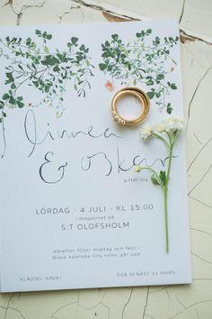 I really like the modern and elegant yet informal look of this Swedish wedding invitation.