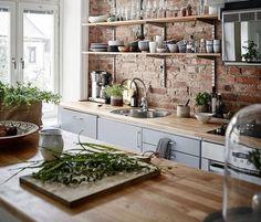 Red brick kitchen backsplash ideas / scandinavian kitchen design and butcher block Kitchen Ikea, New Kitchen, Kitchen Decor, Kitchen Modern, Kitchen Rustic, Functional Kitchen, Awesome Kitchen, Kitchen Industrial, Country Kitchen