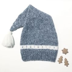 Dagens gratisoppskrift: Hans og Gretes nissetopplue | Strikkeoppskrift.com Kids Knitting Patterns, Knitting For Kids, Knitting Yarn, Knitting Projects, Baby Knitting, Crochet Baby, Knit Crochet, How To Purl Knit, Knitting Accessories