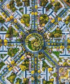 Вид сверху на жилой комплекс «Park La Brea», Лос-Анджелес, США.