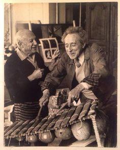 Pablo Picasso y Jean Cocteau 1950 Foto: David Douglas Duncan Pablo Picasso, Famous Artists, Great Artists, Francoise Gilot, Atelier Photo, Trinidad, Jean Cocteau, Spanish Painters, Historical Art