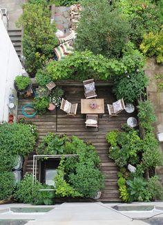 Townhouse Garden, Apartment Balcony Garden, Terrace Garden, Tiny Balcony, Balcony Gardening, Balcony Ideas, Garden Beds, Terrace Ideas, Apartment Plants