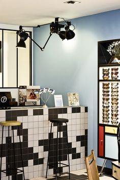 Дизайнеры компании Marc Ifrah Architecture работали над оформлением интерьера магазина оптики La Fabrique de Lunettes в Париже, Франция.