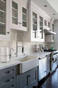10 Tips on How to Build the Ultimate Farmhouse Kitchen Design Ideas Love the ideas! Check the website for more farmhouse kitchen design. Farmhouse Kitchen Cabinets, Kitchen Redo, New Kitchen, Kitchen Dining, Kitchen Layout, Kitchen White, Farmhouse Kitchens, Farmhouse Sinks, Rustic Kitchen