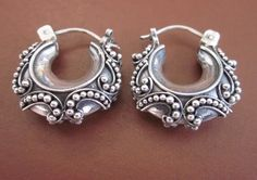 Balinese earrings in granulation technique. Unique Earrings from Bali. There are several centers where the silver jewelry is still made ​​by hand. The silversmiths in Taxco (Mexico), the Tuareg in Niger artists and Balinese silversmiths in Celuk create fantastic silver jewelry.
