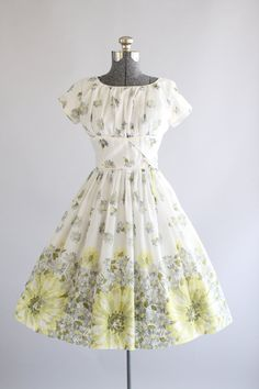 Vintage 1950s Dress / 50s Cotton Dress / Pink and Yellow Ombre Floral Print Dress XS/S