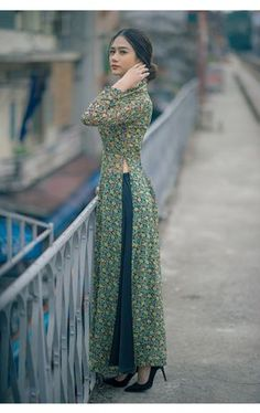 Indian Gowns Dresses, Indian Fashion Dresses, Indian Designer Outfits, Fashion Outfits, Punjabi Fashion, Fashion Weeks, Formal Dresses, Fashion Fashion, Stylish Dresses For Girls