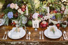 Déco de table mariage bohème et fleurie - http://www.mariageenvogue.fr/blog/index/billet/10864_decoration-table-mariage-boheme-fleur