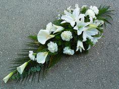 Casket Flowers, Grave Flowers, Cemetery Flowers, Funeral Flowers, Arrangements Funéraires, Funeral Floral Arrangements, Spring Flower Arrangements, Ikebana, Funeral Sprays