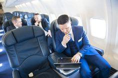 O mercado da aviação de luxo movimenta bilhões de dólares por ano em todo o mundo. Investindo de forma contundente em produtos do mais elevado nível de qualidade e fazendo parceria com as mais importantes marcas de alto padrão dos mais diversos segmentos, as companhias aéreas há muito perceberam que levar mais luxo aos céus …