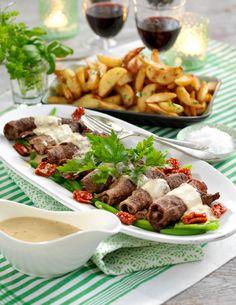 Ett recept på smakrika rullader av lövbiff fyllda med salami och soltorkade tomater, vilken festmåltid!