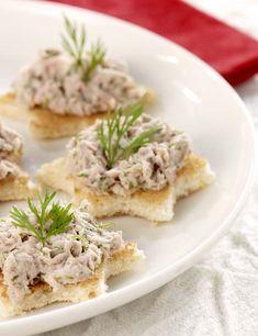 Partytoastjes met tonijnmousse