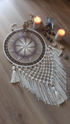 Dream Catcher Mandala, Dream Catcher Boho, Crochet Wall Art, Crochet Home, Crochet Doily Patterns, Crochet Doilies, Crochet Dreamcatcher, Canvas Crafts, Crochet Accessories