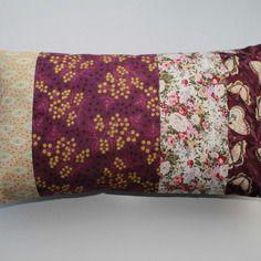 Housse de coussin 30x50 patchwork de tissus assortis fleurs et papillons  tons violet aubergine