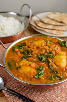 Serve this delicious Chicken and Spinach Curry for dinner tonight. The whole family will enjoy this. Gluten Free, Dairy Free, Paleo, Slimming World and Weight Watchers friendly Slimming World Recipes Syn Free Chicken, Chicken Recipes, Slimming Recipes, Healthy Chicken, Easy Healthy Breakfast, Healthy Eating, Curry Recipes, Healthy Recipes, Diet Recipes
