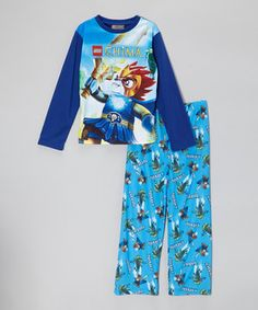 Little cubs can snuggle up for bedtime bliss in this cozy pajama set. Boasting vibrant graphics of everyone's favorite Lego lion, they'll stay snug as they slumber off and save the day in the land of Chima.