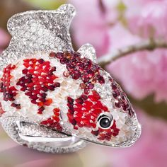 A tenacious carp that swam upstream a waterfall until it crossed the Dragon Gate: this is the Chinese legend behind our stunning Koi ring.