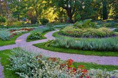 Ogród Botaniczny Uniwersytetu Warszawskiego (Warsaw, Poland) Curved planting beds