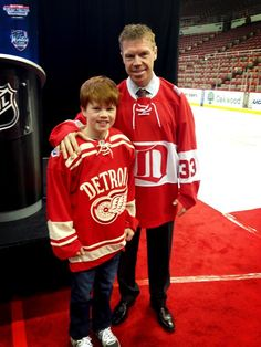 Drapes and his son, Kienan, show off the Alumni Game jersey and the 2014 Winter Classic jersey #2014WC