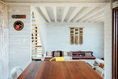 Image 15 of 26 from gallery of Los Molles House / Thomas Löwenstein. Photograph by Alejandro Gálvez Ohio House, Interior Architecture, Interior Design, Tropical Style, Exposed Beams, Recycled Furniture, Dining Area, House Tours, Young Parents