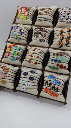 Beaded Braclets, Beaded Bracelet Patterns, Seed Bead Bracelets, Beaded Jewelry, Hama Beads Patterns, Beading Patterns, Diy Earrings Easy, Rakhi Design, Peyote Beading
