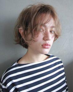 自分を発信し続けたい。おしゃれでクールで今までになかった、わたしだけのスタイルブック。 Long Thin Hair, Very Short Hair, Short Curly Hair, Curly Hair Styles, Short Hairstyles For Women, Hairstyles Haircuts, Cool Hairstyles, Hair Arrange, Salon Style