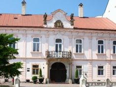 Biskupský palác Mansions, House Styles, Home Decor, Decoration Home, Manor Houses, Room Decor, Villas, Mansion, Home Interior Design
