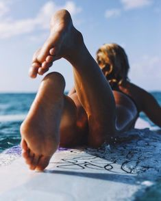 surfer girl meaning Surfing Pictures, Beach Pictures, Girl Pictures, Swimming Pictures, Surf Girls, Photo Surf, Coco Ho, Soul Surfer, Relaxing Holidays