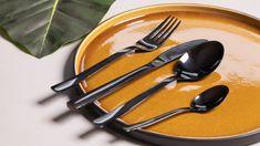 Het Sareva Bestekset Zwart 16-Delig geeft je tafel in een handomdraai een chique uitstraling. Zo kan jij samen met je gezin genieten van een mooi gedekte tafel en een moment met elkaar. Van voorgerecht tot dessert: het Sareva Bestek is geschikt voor 4 personen en bestaat uit: 4x Tafelmes 4x Tafelvork 4x Tafellepel 4x Koffielepel Tableware, Kitchen, Desserts, Seeds, Tailgate Desserts, Dinnerware, Cooking, Deserts, Tablewares