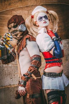 Weasel CosplayandSkunk Cosplayas  Scarecrowand Harley Quinn.Photo by  Äxcselsior