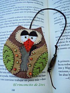 marcapaginas búho hecho de fieltro   simbolo de sabiduria y de la buena suerte  un bonito detalle para regalar o para tus lecturas