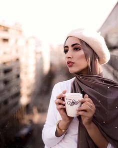 Hijab Style - Hijab Fashion- Hijab Outfit Source by fashion hijab Casual Hijab Outfit, Hijab Chic, Islamic Fashion, Muslim Fashion, Fashion Today, Fashion 2020, Fashion Fashion, Hijab Mode Inspiration, Hijab Style Tutorial