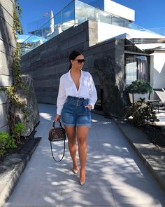 Image may contain: 1 person, standing, shorts and outdoor Girly Outfits, Simple Outfits, Classy Outfits, Chic Outfits, Fashion Outfits, Fashion Mode, Look Fashion, Spring Summer Fashion, Spring Outfits