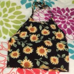 Daisy crop top from urban outfitters Great condition super cute top! Urban Outfitters Tops Crop Tops