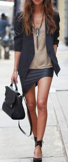 Women look, Fashion and Style Ideas and Inspiration, Dress and Skirt Look here. I like her shoes Looks Street Style, Looks Style, Style Me, City Style, City Chic, Style Blog, Look Fashion, New Fashion, Womens Fashion
