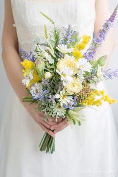 ガーデンデージー×ミモザ×ラベンダー ナチュラル クラッチブーケ_01 Beautiful Flower Arrangements, Wedding Flower Arrangements, Flower Bouquet Wedding, Floral Arrangements, Beautiful Flowers, Wild Flower Bouquets, Lavender Bouquet, Beautiful Pictures, Daisy Wedding