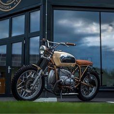"dropmoto: "" Gloomy nights, happy days. BMW R100RS built by @nctmotorcycles. Lovin' those bars! Thanks for sharing @bikeprninc. #dropmoto #vintagemotorcycle #bmw #r100 #r100rs #airhead #streettracker..."