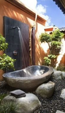 20 Alluring Outdoor Bathroom Designs