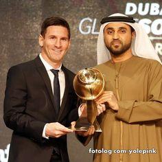 Lionel Messi : Olá,  Ontem Leo recebeu o prrêmio Globe Soccer Awards como melhor jogador do ano de 2015 em Dubai, hoje ele retorna aos treinos, a folga de fim de ano foi mais curtinha esse ano, já tem jogo no dia 30, então ele não poderá passar o Reveillon em Rosário esse ano.  Ótima semana à todos | yolepink