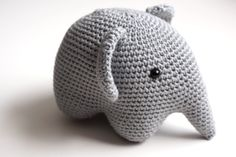 the sweetest little crochet elephant. Crochet Kids Scarf, Crochet Diy, Crochet Amigurumi, Amigurumi Doll, Crochet Hats, Amigurumi Elephant, Crochet Elephant, Crochet Patron, Yarn Inspiration