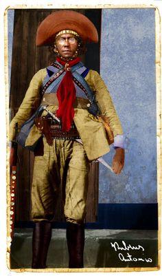 Apesar de ser semi-analfabeto, Lampião era aficcionado por leitura, tinha excelente caligrafia e era excelente artesão de couro. Sò de Napoleão Bonaparte, lampião leu três biografias, de onde tirou o modelo para suas roupas e chapéu.