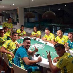 Jogo de pôquer diverte o sábado à noite de jogadores do Palmeiras