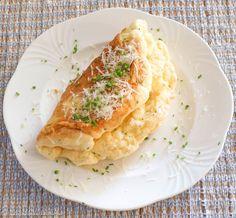 Hiidenuhman keittiössä: Kuohkea, vispattu juustomunakas – Omelette soufflée au fromage