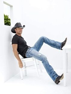 Tim McGraw (May American countrysinger and actor, his wife is singer Faith Hill. Hot Country Men, Cute Country Boys, Country Musicians, Country Singers, Country Artists, Cowboy Outfits, Country Outfits, Cowboy Outfit For Men, Tim Mcgraw Faith Hill