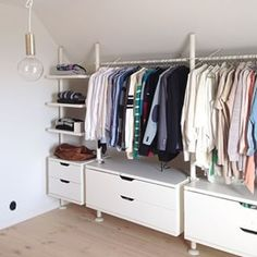 dressing-placard-chaussures-combles - Neue Deko-Ideen walk-in closet, attic-shoes Loft Closet, Ikea Closet, Closet Bedroom, Bedroom Decor, Attic Wardrobe, Bedroom Rustic, Closet Drawers, Spare Room Closet, Walk In Closet Small