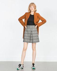 Immagine 1 di GONNA A PIEGHE SUL DAVANTI di Zara