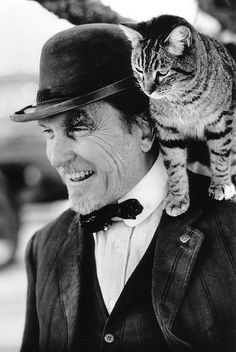 Tabby cat and Robert Duvall-shaped perch Crazy Cat Lady, Crazy Cats, I Love Cats, Cool Cats, Celebrities With Cats, Men With Cats, Animal Gato, Robert Duvall, Orcas