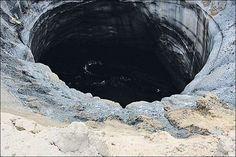 Que se passe-t-il dans le pergélisol sibérien? Après le premier trou découvert dans la péninsule Yamal, deux autres ont été repérés par des éleveurs de rennes dans des régions voisines. Les...