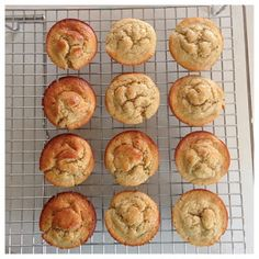 Britney Munday: Healthy Banana Muffins - made these tonight. added vanilla paste, cinnamon & subbed brown sugar. Banana Oatmeal Muffins, Healthy Banana Muffins, Oat Muffins, Banana Bread, Chefs, Cheesecakes, Healthy Treats, Healthy Eating, Healthy Food